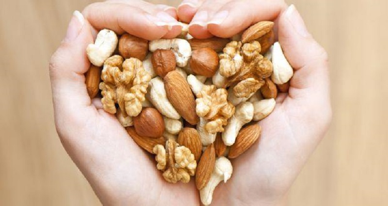 Eat mixed nuts for healthy skin