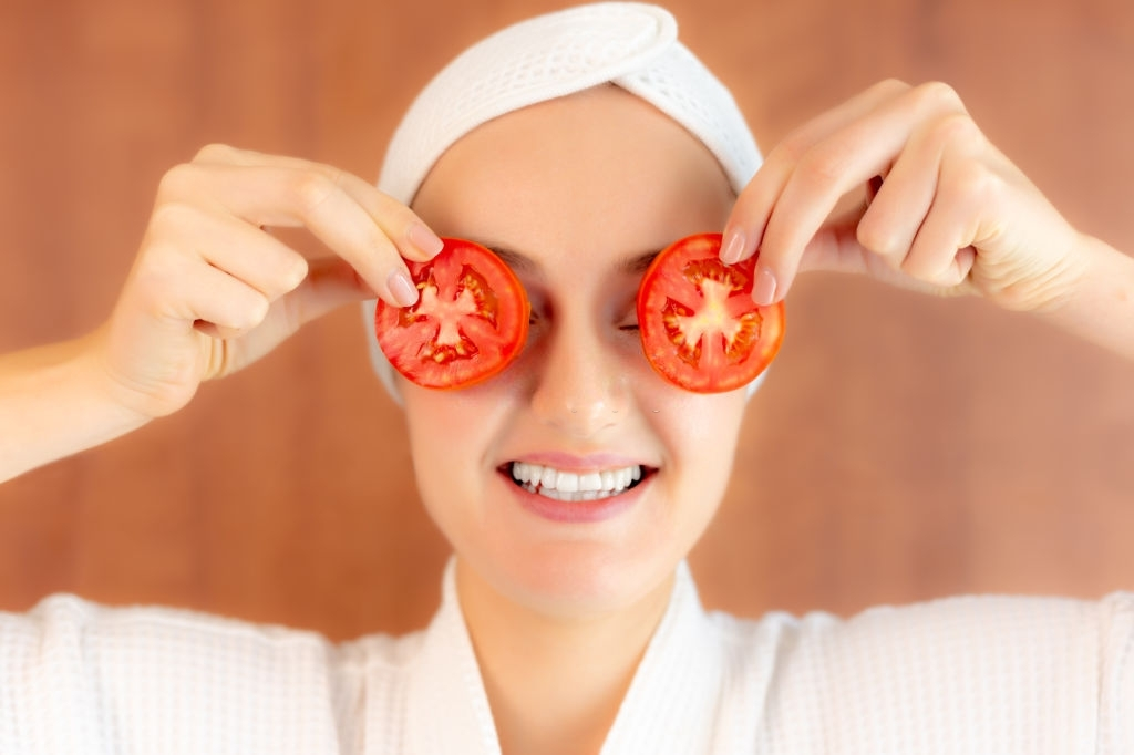 Tomato- Natural Remedy For Tan Removal